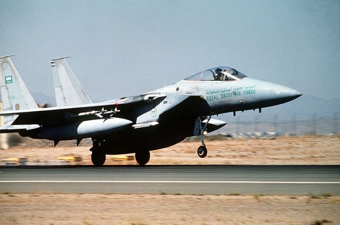 800px-Saudi_F-15