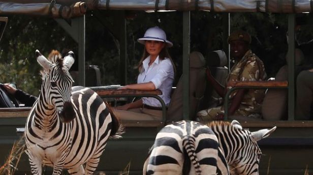 melania-trump-casque-colonial-kenya-safari-zebre_6112916
